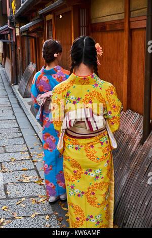 Japan, Honshu island, Kansai region, Kyoto, Gion, Geisha former area, young women in kimono - Stock Photo