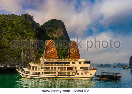 Aclass Cruises Stellar anchored in Halong Bay, North Vietnam. The bay features 3,000  limestone and dolomite karsts - Stock Photo
