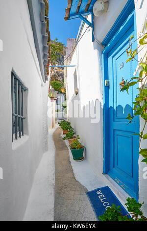 Norrow street in the Anafiotika quarter under the Acropolis, Athens, Greece - Stock Photo