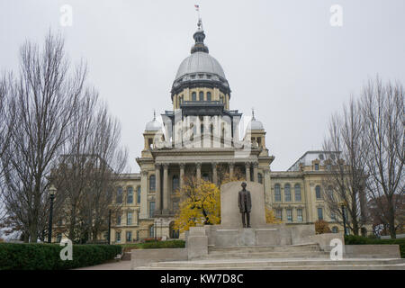 Abraham Lincoln statue in front of Illinois State Capitol building in Springfield. - Stock Photo