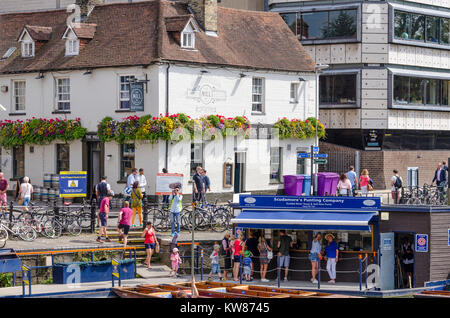 Punts on the Mill Pond in Cambridge, UK, with The Mill free house public house pub in the backgrouns - Stock Photo