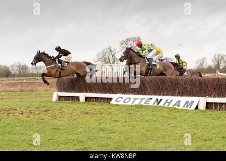 Cambridgeshire, UK. 31st December, 2017. Cottenham, Cambridgeshire UK 31st December 2017.   Runners and riders take - Stock Photo