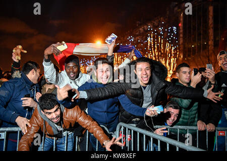 Paris, France. 1st Jan, 2018. People celebrate the New Year on Champs-Elysees Avenue in Paris, France, on Jan. 1, - Stock Photo