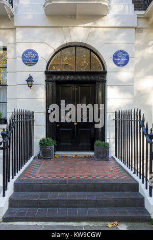 Blue plaque for R H Tawney and Sir Syed Ahmed Khan, 21 Mecklenburgh Square, London, UK - Stock Photo