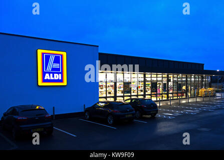 aldi store open early morning opening