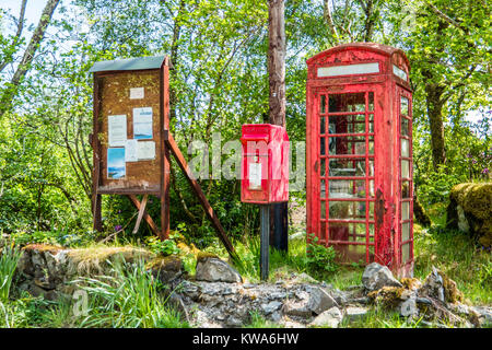 Telephone booth and letter box in the scottish wilderness - Stock Photo