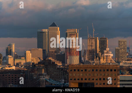 London, UK. 1st Jan, 2018. The first sunset of the new year as seen from the viewing platform - New years day at - Stock Photo