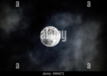 Aberaeron, Wales UK. 01st Jan, 2018. UK weather The Wolf's Moon as it rises, the first full moon of 2018 what a - Stock Photo
