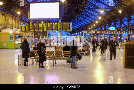 Brighton, UK. 2nd Jan, 2018. Rail passengers at Brighton Railway Station this morning on the day the rail fare rises - Stock Photo