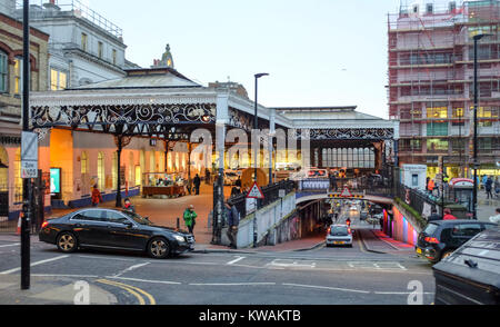 Brighton, UK. 2nd Jan, 2018. Members of the RMT union and the Labour Party protesting outside Brighton railway station - Stock Photo
