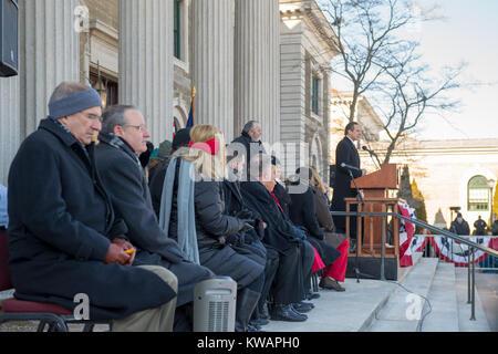 Mineola, United States. 01st Jan, 2018. Mineola, New York, USA. January 1, 2018. New York Governor ANDREW CUOMO - Stock Photo