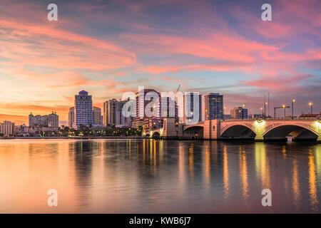 West Palm Beach, Florida, USA downtown skyline on the intracoastal waterway. - Stock Photo