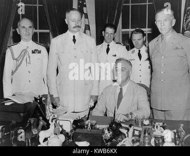President Roosevelt hosts French General Henri Giraud, of French forces in Africa, July 1943. Giraud and Charles - Stock Photo
