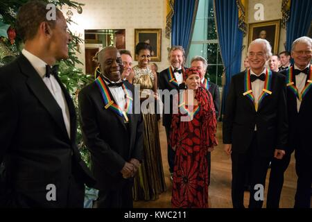 President Barack Obama and First Lady Michele Obama talk with the 2012 Kennedy Center Honorees. The Honorees, L - Stock Photo