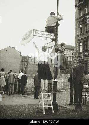 West Berliners in the French sector waved to friends and relatives in East Berlin. At Bernauer Strasse they used - Stock Photo