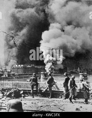 Rotterdam's city center burning after aerial bombardment by the Luftwaffe, May 14, 1940. Soon afterward the German - Stock Photo
