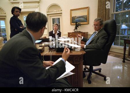 President George W. Bush preparing for his Sept. 20, 2001 speech to a Joint Session of Congress. With Bush 43 is - Stock Photo