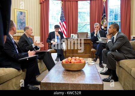 President Barack Obama's senior advisors before a phone call with Russia's Vladimir Putin. July 18, 2012. From left: - Stock Photo