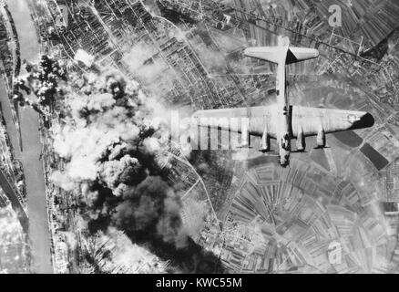 American B-17 flying fortresses bombs Ludwigshafen chemical and synthetic oil works, Germany. World War2, Sept. - Stock Photo