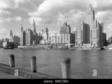 River House, was a new apartment building on 52nd St. and East River, New York City, Dec. 15, 1931. In the left - Stock Photo