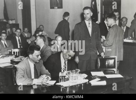 Paul Crouch (standing), an ex-Communist, testified against Clarence Hiskey (left). Hiskey was wartime atomic scientist, - Stock Photo