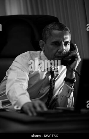 President Barack Obama talks on the phone from Air Force One. June 6, 2012. (BSLOC 2015 3 8) - Stock Photo