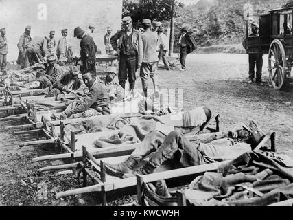 World War 1 in the Italian and Austrian Alps. Austrian wounded at Field Hospital on the Isonzo front. The Italian - Stock Photo
