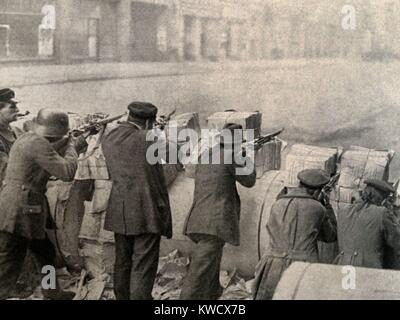 Newspaper barricade during Spartacus Uprising, a phase of the post WW1 German Revolution in Jan. 1919. They were - Stock Photo
