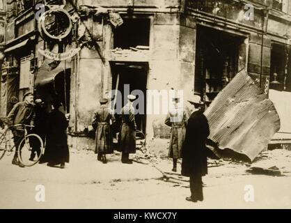 German men standing in front of a destroyed police station during the Hamburg Uprising of Oct. 23, 1923. Communist - Stock Photo