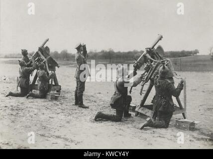 German soldiers on the Eastern Front aiming anti-aircraft machine guns during World War 1 (BSLOC_2017_1_24) - Stock Photo