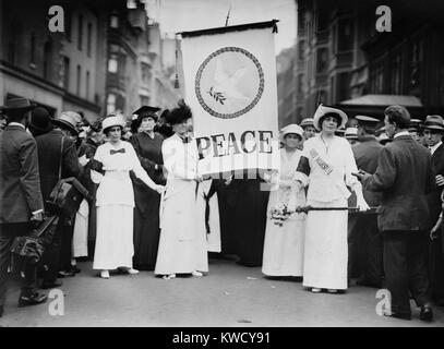American womens peace parade in New York City, shortly after the start of World War I. On Aug. 29, 1914, they marched down Fifth Avenue, led by Chief Marshal Portia Willis FitzGerald (on right), called Prettiest Suffragette in New York State (BSLOC_2017_1_63) Stock Photo