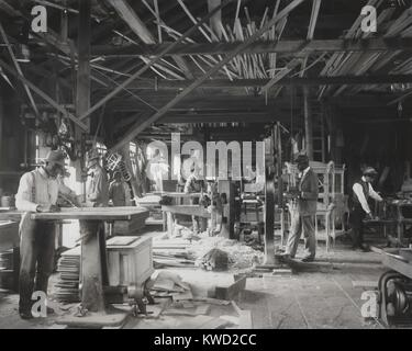 African American students working in a mechanized wood workshop at Tuskegee Institute, c. 1902. Most students came - Stock Photo