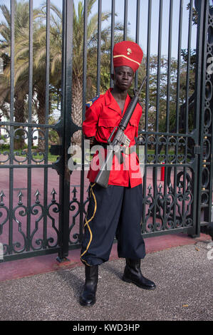 Soldier on duty at the Presidential Palace in Dakar, Senegal - Stock Photo