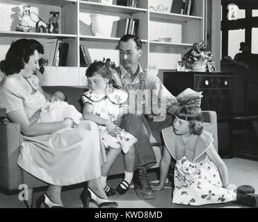 1950s American family at a new fashionable home in Washington State (BSLOC_2016_7_19) - Stock Photo