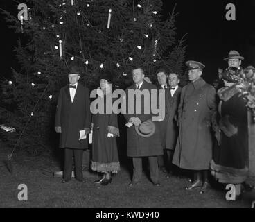 President Calvin Coolidge and First Lady Grace at the lighting of the National Christmas Tree. Dec. 24, 1924. The - Stock Photo