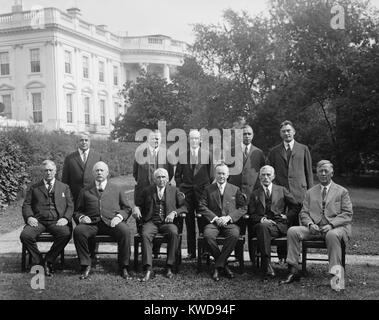 President Calvin Coolidge with his Cabinet, Oct. 13, 1925. Seated, L-R: Harry New, Postmaster; John Weeks, Sec. - Stock Photo