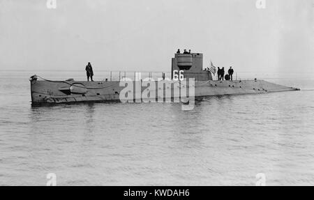 USS O-5 (SS-66) was one of 16 O-class submarines built for the U.S. Navy during World War 1. In 1921 the sub patrolled - Stock Photo