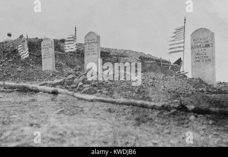 Graves of three of the six Marines killed in the Battle of Camp McCalla at Guantanamo, June 14, 1898. Two pickets - Stock Photo