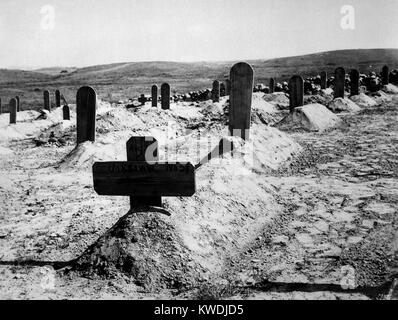 American soldiers graves in Cuba, c. 1898. From May 1898 until April 1899, US forces experienced 968 battle casualties - Stock Photo