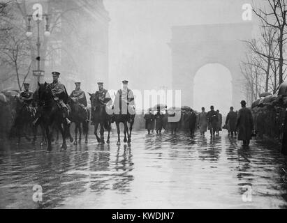 Trade Union procession for 145 Triangle Waist Co. fire victims. Men on horseback lead others in the rain on Fifth - Stock Photo
