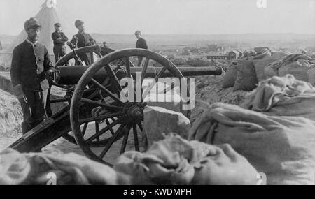 Soldiers with Hotchkiss cannon they fired during the Wounded Knee Massacre of Dec. 29, 1890. The guns were placed - Stock Photo