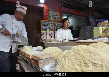 (180104) -- NAN'AN, Jan. 4, 2018 (Xinhua) -- Guo Weilan (R) checks orders from the internet in Pendao Village of - Stock Photo