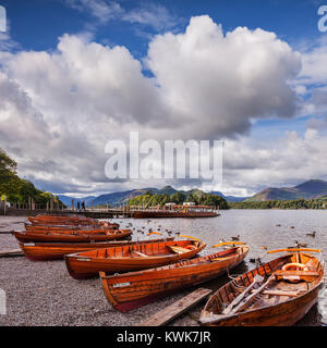 Boats on Derwentwater, looking towards Derwent Isle and Cat Bells, Keswick, Cumbria, England. Tourists boarding - Stock Photo