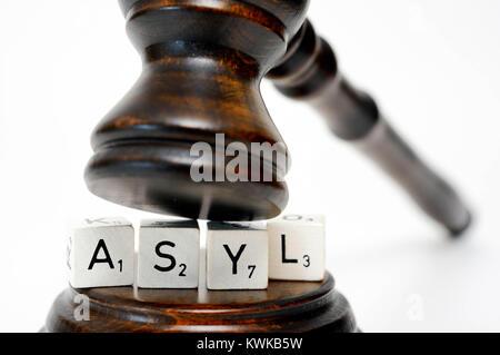 Stroke asylum and judge's hammer, right of political asylum, Schriftzug Asyl und Richterhammer, Asylrecht - Stock Photo
