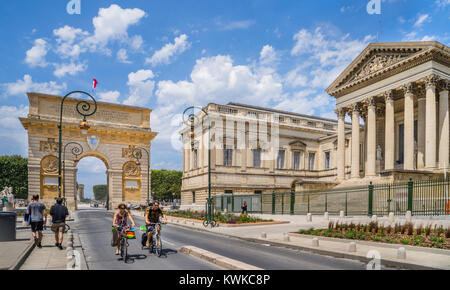 France, Hérault department, Montpellier, Rue Foch, view of the triumphal arch of Porte du Peyrou and the Court of - Stock Photo