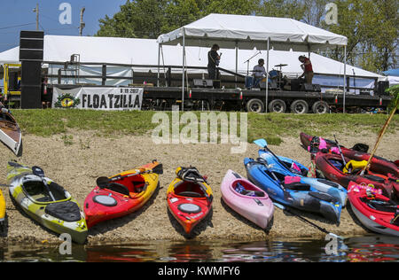 Rock Island, Iowa, USA. 19th Aug, 2017. Kayaks are seen along the shore of Lake Potter in Rock Island on Saturday, - Stock Photo