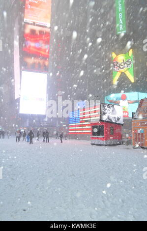 New York, NY, USA January 4, 2018 A major storm hits the New York City area, covering Times Square in snow - Stock Photo