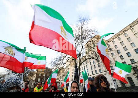 London UK. 4th January 2018. A rally outside No 10 Downing Street  by members of Iran's opposition, the National - Stock Photo