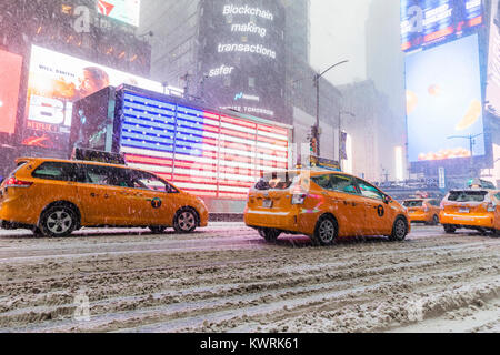 New York, USA. 4th Jan, 2018. Heavy snowfall on Times square in New York City, Thursday January 4 2018; Credit: - Stock Photo