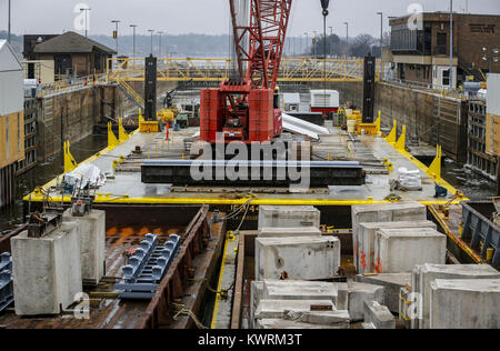 Rock Island, Iowa, USA. 19th Jan, 2017. Work is seeing in process on Lock and Dam 15 on the Mississippi River on - Stock Photo